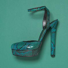 Los accesorios de Gucci en Vogue Colecciones  Que increible color!