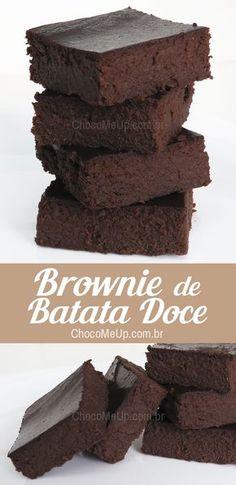 Receita de Brownie de Batata Doce Sem Farinha. Uma ótima opção de bolo de chocolate sem glúten, com chocolate em barra e chocolate em pó. Se quiser uma opção ainda mais saudável, é só substituir por cacau em pó.