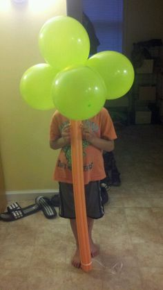 Tree for a safari or Hawaiian theme or jungle, Balloons and a pool noodle.