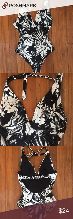 6bb357a1b2653 NWOT Old Navy Halter Underwire Swim Suit Beautiful black and white Palm  Print one piece bathing