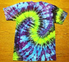 "Secrets of Tie Dye: The ""S"" (Part I) sharpie tye dye t shirt Tie Dye Folding Techniques, Fabric Dyeing Techniques, Sharpie Tie Dye, Sharpie Markers, Ty Dye, Tie Dye Party, Diy Tie Dye Shirts, Dyed Tips, Tie Dye Tips"