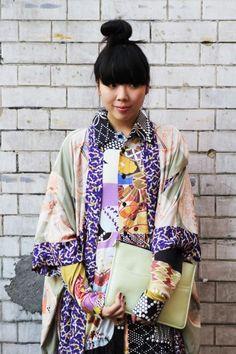 kimono - like dramatic pattern in contrast edging