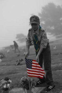Boy Scout❤ Teaching your children to care. Doing this for my son at his grandfathers grave. Girl Scouts Usa, Scout Mom, Cub Scouts, Veterans Day Activities, Scout Activities, Girl Scout Silver Award, Eagle Scout Ceremony, America Girl, Style