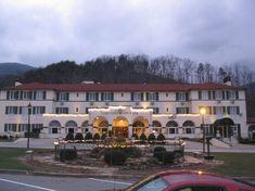 -Hotels At Lake Lure North Carolina Chimney Rock North Carolina, Lake Lure North Carolina, North Carolina Hotels, Best Resorts, Best Hotels, Lake Lure Inn, Hotel Inn, Hotel Wedding Venues, Image Review