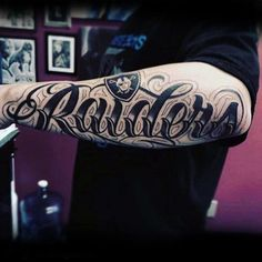 40 Oakland Raiders Tattoos For Men - Football Ink Design Ideas - Mens Script Oakland Raiders Outer Forearm Tattoos - Chicanas Tattoo, Tattoo Fonts, Body Art Tattoos, Sleeve Tattoos, Raider Nation, Arm Tattoos For Guys, Future Tattoos, Oakland Raiders, Last Name Tattoos