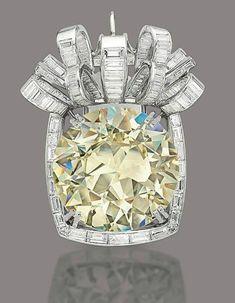 Pendant centered by a cushion-cut yellow diamond.