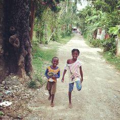 sweet Haitian children. i love their smiles.
