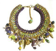 handmade croset charm necklace by GoGosJouls on Etsy Diy Crochet Jewelry, Crochet Accessories, Jewerly, Jewelry Design, Charmed, Glamour, Purses, Handmade, Design Ideas