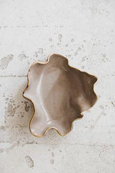 Browse all products in the Fuentes y ensaladeras category from Somos Bonjour. Ceramic Clay, Ceramic Pottery, Pottery Art, Ceramic Decor, Diy Clay, Clay Crafts, Diy With Clay, Cerámica Ideas, Keramik Design