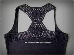 Resultado de imagem para customização de camisetas com crochê