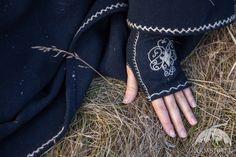 "Woolen Embroidered Mittens ""Lost Princess"" Gloves"