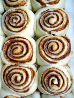 Culinary Couture: Homemade Cinnabon Cinnamon Rolls.  Truly it doesn't get much closer.   Putting this on menu for Christmas!!!♥