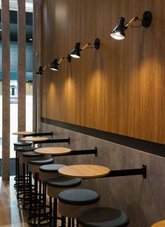 Expo Revestir A Fashion Week da Arquitetura - Decostore - Cool Restaurant Design, Decoration Restaurant, Deco Restaurant, Pub Decor, Modern Restaurant, Coffee Bar Design, Coffee Shop Interior Design, Cafe Furniture, Restaurant Furniture