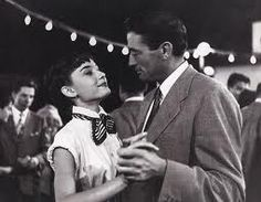 Audrey Hepburn and Gregory Peck Roman Holiday - such a great film :) Gregory Peck, Best Romantic Comedies, Best Romantic Movies, Cary Grant, Marlon Brando, Looks Cinema, Classic Hollywood, Old Hollywood, Anthony Hopkins
