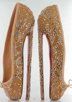 Christian Louboutin Ballet Stilettos heels made of silk and Swarovski crystals. You need the skills of a ballerina to strut around in these! Ballet Heels, Ballerina Pumps, Pointe Shoes, Shoes Heels, Ballet Dancers, Louboutin Shoes, Prom Shoes, Ballet Barre, Boots