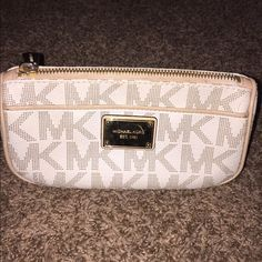 MK make-up pouch White and tan gently used make up pouch. Perfect size! Make an offer Michael Kors Bags Cosmetic Bags & Cases