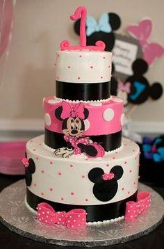So stinkin' cute Minnie cake