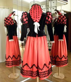 JULIO FERNANDEZ CREACIONES: COLECCION TRAJES REGIONALES DE ESPAÑA - MADRID (GOYESCA) Folk Costume, Costumes, Historical Costume, Fashion Story, Traditional Dresses, Rock And Roll, Cheer Skirts, Theatre, Ballet