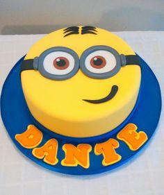 Minions cake 5th Birthday Cake, Minion Birthday, Minion Party, Bolo Minion, Minion Cakes, Fete Vincent, Cake Sizes, Character Cakes, Cakes For Boys