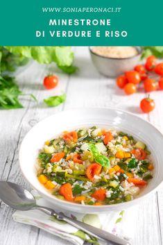 Scopri il #minestrone di #verdure miste e riso integrale, arricchito dal profumo di tante erbe aromatiche, è una vera delizia da concedersi spesso! Per ottenere un minestrone ancora più gustoso, ti suggerisco di sostituire l'acqua con pari quantità di brodo vegetale. Italian Recipes, Vegan Vegetarian, Food Ideas, Curry, Ethnic Recipes, Curries, Italian Soup Recipes