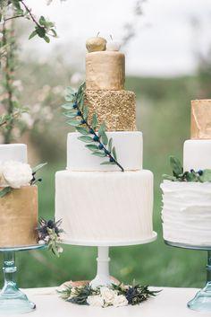 wedding cakes with gold - photo by Jenn Kavanagh http://ruffledblog.com/romantic-orchard-row-inspired-wedding #weddingcake #cakes