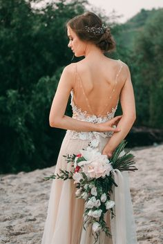 Beige and emerald Wedding Colours for a beach themed wedding + beige wedding dress Beige Wedding Dress, Non White Wedding Dresses, Emerald Wedding Colors, Trailing Bouquet, Beach Dresses, Beach Themes, Beautiful Bride, Bridal, Bouquets