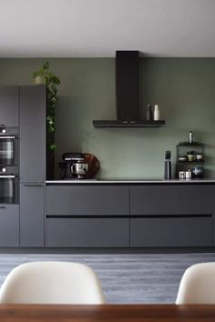 Küche Farbe grün Nanny Agencies And Their Services Article Body: Our children are the most important Kitchen Design Open, Kitchen Layout, Interior Design Kitchen, Kitchen Designs, Interior Ideas, Black Kitchens, Home Kitchens, Home Design Decor, White Kitchen Cabinets