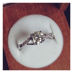 Inspired by the beauty of nature. #engagementring