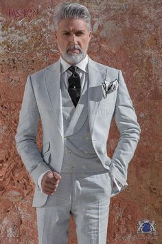 Italian suit light gray made of pure linen - Suits Sharp Dressed Man, Well Dressed Men, Light Grey Suit Men, Men's Grey Suits, Mens Fashion Suits, Mens Suits, Grey Suit Wedding, Morning Suits, Mode Costume
