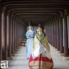 #wedding #korea #bridal #happy #red #green #dress #koreawedding #love #korean #bettlhanbok