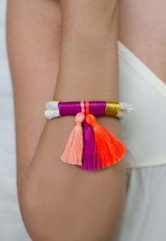 Thread & Tassel Bracelet I want to DIY this! Thread Bracelets, Neon Bracelets, Jewelry Bracelets, Jewelery, Knotted Bracelet, Diy Bracelet, Tassel Necklace, Summer Accessories, Handmade Accessories