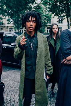 The Most Stylish Men at Paris Fashion Week paris 24 Men's Street Style Paris, Street Style Summer, Cool Street Fashion, Paris Style, Gq Style, Mode Style, Style Icons, Fashion Mode, Urban Fashion