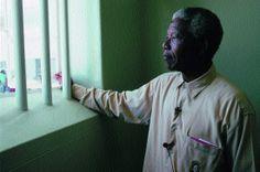 """Estos días se ha escrito tanto sobre la personalidad de Nelson Mandela que poco puedo añadir a los artículos que se han publicado. Sobre todo, los que firman personalidades que han estado próximos a él, a lo largo de su vida. """"Mandela: """"La ausencia del rencor"""""""" en #TheSocialMediaLab.   Puedes acceder al artículo completo desde el siguiente enlace http://tsmlab.org/1epWrx9.  ¡Comparte, Opina y no te olvides de darle a Me Gusta!"""