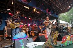 Leftover Salmon w/Andy Thorn on his IDI electric banjo  photo: Chez Rogers