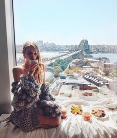 50.6 тыс. отметок «Нравится», 684 комментариев — Leonie Hanne (@ohhcouture) в Instagram: «Last day waking up with @longines at @shangrilasydney... It's been one of the best experiences…»