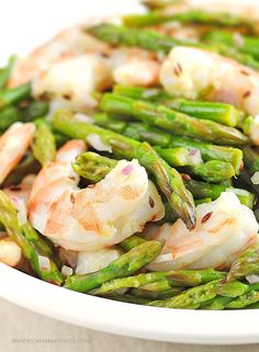 Asparagus and Shrimp Salad with Lemon Dill Vinaigrette: Asparagus and shrimp in a light vinaigrette makes a perfect dish for an elegant luncheon. Serve over a mix of greens or with an orzo or couscous salad. Shrimp Salad Recipes, Fish Recipes, Seafood Recipes, Cooking Recipes, Healthy Salads, Healthy Eating, Healthy Recipes, Recetas Salvadorenas, Shrimp And Asparagus