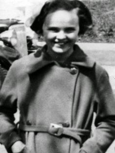 Elizabeth Short in her teens
