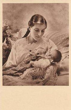 Princesse Isabelle d'Orléans (1911-2003) comtesse de Paris et l'un de ses enfants