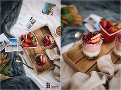 Idealne śniadanie dla dwojga - pyszna truskawkowo-kokosowa granola, podana z jogurtem naturalnym i gęstym koktajlem. Świetny pomysł na walentynki.