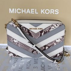 """Michael Kors Jet Set Large Crossbody EW Natural • 100% Authentic • Color: Ecru/Natural  • Model: 35H5GTVC30 • Width: 9.5"""" • Height: 6.5"""" • Depth: 2"""" • Strap Drop: 23"""" (adjustable) • Retail Price: $228 + TAX • Pebbled leather • Closure: Top zip with Polished Brass Michael Kors zipper pull • Strap: Natural pebbled leather and gold chain link  • MK emblem attached to front top center • Interior: Lining: Natural leather and light beige Michael Kors signature sateen • Interior: 2 organizational…"""