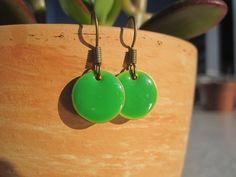 Emaille-Ohrhänger kleine Punkte grün grasgrün Kaltemaille | Etsy
