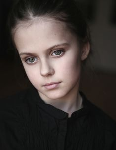 Resultat av Googles bildsökning efter http://parapan.persiangig.com/image/600x772_51_Child_Portrait_portrait_girl_female_woman_face_photo_photography_digital_art.jpg