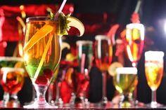 ***¿Cómo cuidarse con las bebidas en las fiestas?*** Si estas a dieta, las fiestas navideñas no tienen que ser la excusa para romperla.....SIGUE LEYENDO EN...... http://comohacerpara.com/cuidarse-con-las-bebidas-en-las-fiestas_2781a.html