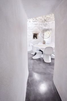 white Panton S chairs private dining lounge grey flooring Panton Chair, Most Comfortable Office Chair, Classic Interior, Modern Dining Chairs, Grey Flooring, Shades Of White, White Houses, White Decor, Kitchen Interior