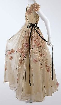 Wow, 1937 Jeanne Lanvin. The look is stunning. Next pin is some kickin' shoes I'd wear with a dress like this.