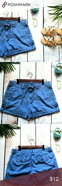 """Old Navy Cargo Shorts Tie waist, button tab hem 10 Hello Summer!  Old Navy Cargo Shorts Adjustable tie waist Button tab hem. Side pockets. Denim, 100% cotton. Excellent condition. Waist: 15"""" Inseam: 3"""" Old Navy Shorts Cargos"""