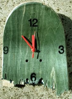Recycled/Upcycled Skateboard Clocks http://hashshop.bigcartel.com/product/skateboard-clock-green