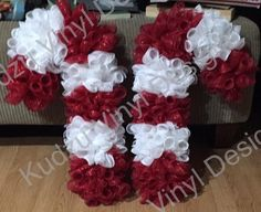 Candy cane wreath made with a wire hanger and one roll of 5 Deco Mesh Crafts, Wreath Crafts, Diy Wreath, Holiday Crafts, Wreath Ideas, Tulle Wreath, Burlap Wreaths, Deco Mesh Wreaths, Holiday Wreaths