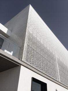 Marassi Al Bahrain  Sales Center - Modern Architecture Pattern Minimalist Facade Contemporary Parametric Pattern Aluminium White Box Cube Minimal Bahrain Waterfront Marassi Design Art Sales Center Details simple simplicity shadows Gradient Fading Dissolving
