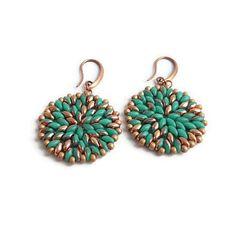 Bekijk dit items in mijn Etsy shop https://www.etsy.com/nl/listing/274228900/earrings-turqoise-gold-beaded-handmade